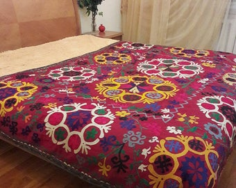 A bright and colorful  Handmade Vintage suzani from Boysun, Uzbekistan.Tablecloth, Wall hanging, Bedspread,Bedcover.