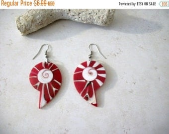 ON SALE Vintage 1960s Genuine Dyed Shell Earrings 21117