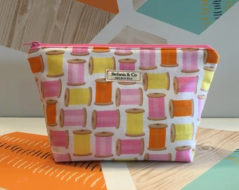 Sewing thread makeup bag, cosmetic case, travel bag
