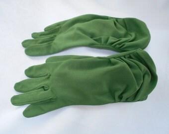 Vintage Kayser Nylon Pleated Wrist Length Gloves Forest Green Size 7 1960's  #20063
