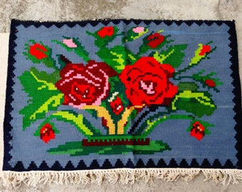 Antique Kilim Rug, Flower Kilim Rug, Balkan Rose Kilim , Flowers decor geometric figure, Rustic wool arts, Vintage Figures Kilim Rug