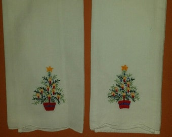 2 Embroidered Holiday Linen Handtowels - Vintage Linens - Holiday- Home Decor
