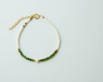 pearl bracelet , mineral bracelet , beaded bracelet , green and white bracelet , gemstone bracelet , thin bracelet , gold bracelet