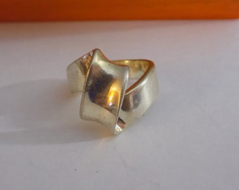 Interesting sterling silver knot ring size 7