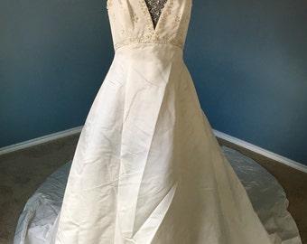 Vintage Wedding Gown w/Custom Veil