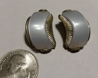 Vintage costume earrings badr