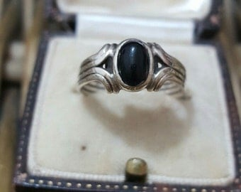 Vintage 1979 ring, art deco inspired, black onyx, size m
