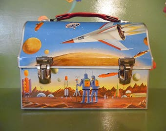 Space Thermos Metal Lunch Box Dome Astronaut Rocket Spaceship Moon Alien Robot Satellite Atomic Litho Mid Century Modern Retro Vintage SciFi