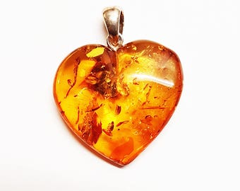 Golden Baltic amber pendant heart 6g