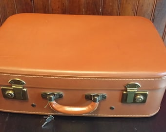 Vulcanisee VINTAGE SUITCASE with keys