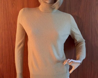 100% cashmere tan camel turtleneck sweater, size 4, fitted, 80's, 90's, boho chic, preppy, classic, timeless