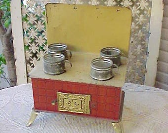 Adorable Late Victorian Era Tin Toy Cook Stove With Cooking Pots