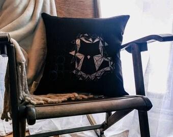 Cushion Renard\/cat - silver/blue circles