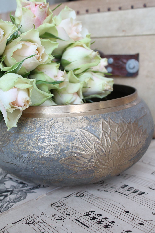 cache pot pot cactus vase vintage metal water lily decorated. Black Bedroom Furniture Sets. Home Design Ideas