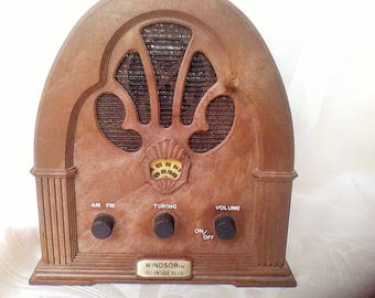 FM Radio, made to look like a Windsor 1932 Antique Radio, Modle 2136, Working