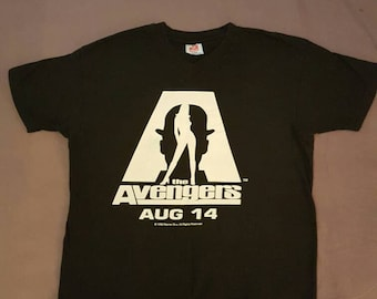 Vintage The Avengers V-Neck promo tee 90s Men's XL Uma Thurman Ralph Fiennes Sean Connery