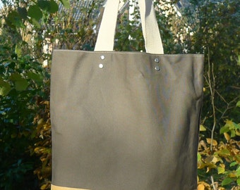 Großer Shopper aus Canvas/Segeltuch mit Lederboden, Big Shopper Made From Canvas with Leather Bottom