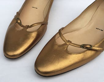 SALE Vintage Gold Pumps/Heels/Vintage VERA WANG/Gold Pumps/Kitten Heel/size 9