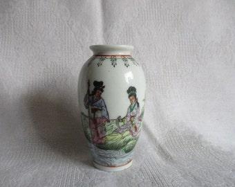 "Vintage Chinese Porcelain Bud Vase 3 3/4"""