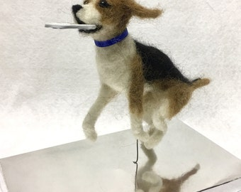 Mini-Pup Needle Felted Beagle with frisbee