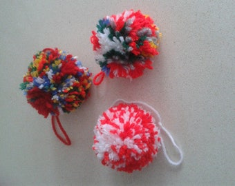 Pompom of wool to decorate, 3 units.