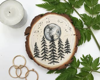 Hand Painted Wood Slice Art, Botanical Night Time Woodland Illustration/ Painting. Constellation, Moon, Night time, Forest, Star gazing.