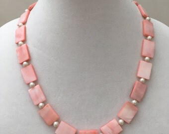 Light Pink And White Pearl Necklace