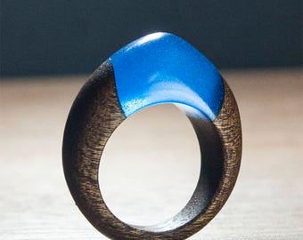 Deep blue ring