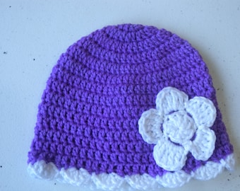 Crochet cloche with crochet flower in purple and bright white 1-2 years old