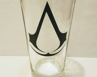 Assassin's Creed logo pint glass / Video game pint glass / beer glass
