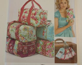 Simplicity Pattern 2274 Overnight Bag, Suitcase, Tote Bag, Clutch and Luggage Tag