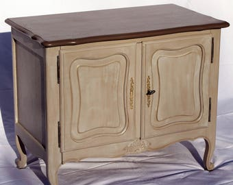 Small low furniture in oak, 2 doors, shabby campaign chic