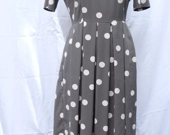 Dusty GREEN and cream polka dot 1990s midi dress
