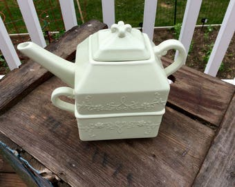 Zrike porcelain teapot for one