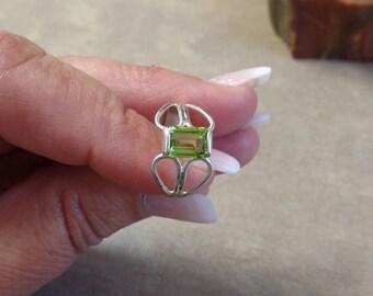 Dazzling 1.5 carat Peridot Ring 1288