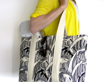 Shark tote bag, screenprinted on organic cotton, can be used as tote, shopper and beachbag.