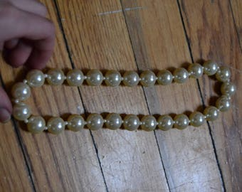 Fake Pearl necklace (Plastic)