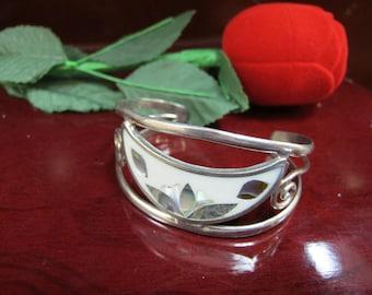 Hand made vintage sterling silver bangle 925