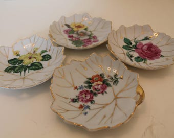 Set of 4 small decorative leaf plates