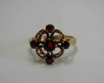 Vintage 9ct Yellow gold and Garnet Ring