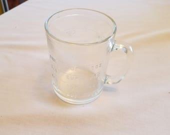 VINTAGE Hazel Atlas measuring cup.
