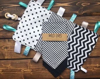 Baby Shower Gift Set Crinkle Taggie & Bandana