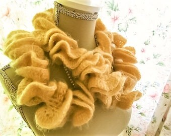 Handcrafted scarf, Soft yellow, very soft twisted / twisted scarf handmade, yellow soft, very sweet.