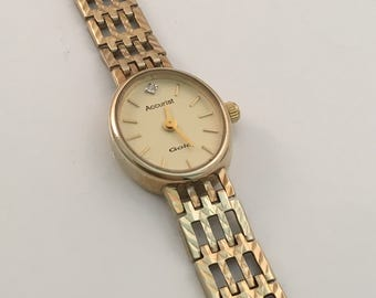 Ladies 9ct yellow gold accurist wrist watch