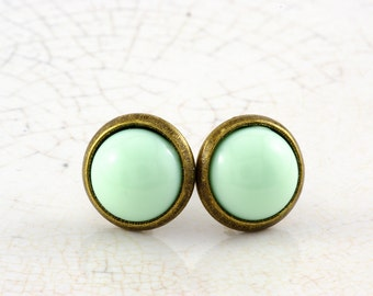 Small bronze studs in mint, yellow or Peach