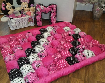 Quilt,bubble Quilt, bubble blanket,Puff quilt,baby floor mat,Grib Quilt,Tummy time Mat, Minnie Mouse,hot pink, Dots on white..