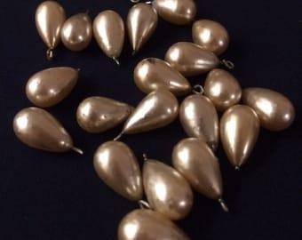 Batch of 21 Vintage Faux Pearl Teardrop Loose Beads / Faux Pearl Beads / Vintage Faux Pearl Beads / 1950's