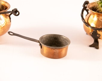 1 vintage copper miniature footed pan / footed teapot / miniature copper / dollhouse copper / copper pot / mini copper pot / doll cookware