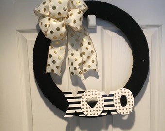 Valentine's Day wreath with gold/black ribbon and XOXO sign