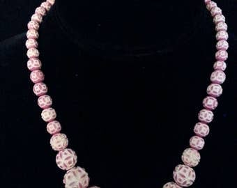 CARVED CELLULOID NECKLACE Mauve